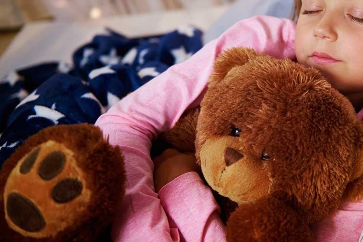 Oma stopft Asche von Opa in die Teddys ihrer Enkel | TAG24