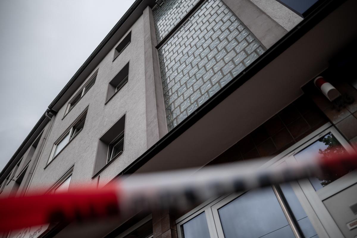 Mutter von vier Kindern stürzt aus drittem Stock: 29-Jährige ist tot!