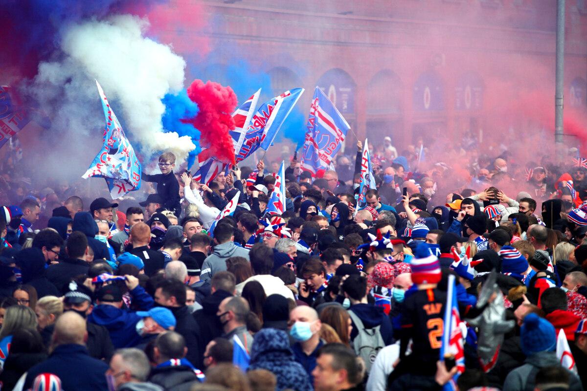 Glasgow Rangers erstmals seit zehn Jahren schottischer Meister: Fans halten sich nicht an Corona-Regeln - TAG24