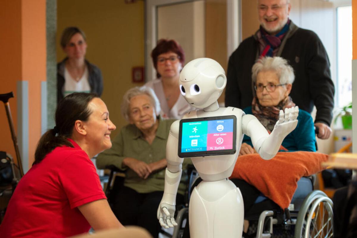 """Roboter """"Pepper"""" ist der neue Star im Altenheim"""