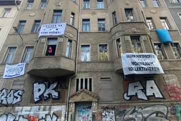 """Leipzig: """"Häuser denen, die drin wohnen"""": Hausbesetzung im Osten Leipzigs ruft Polizei auf den Plan"""
