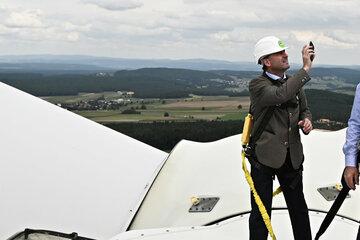 Aiwanger will Hunderte Windräder in Bayerns Wäldern bauen lassen