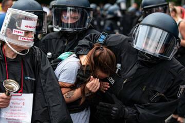 Berlin: Nach Demos gegen Corona-Politik: Berliner Polizei prüft Gewaltvorwürfe
