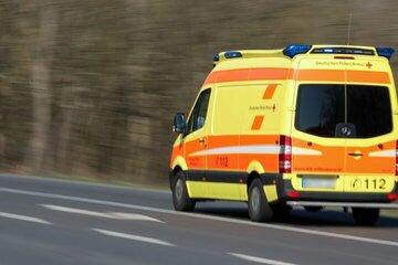 Tödlicher Crash mit Verletzten: Auto gerät auf Gegenfahrbahn