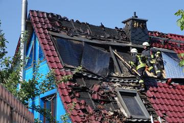 Brand in Einfamilienhaus in Dippoldiswalde: Dachstuhl in Flammen