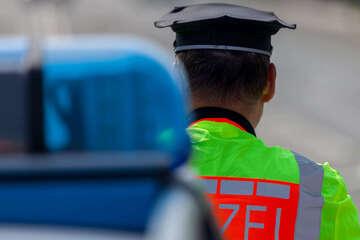 Zugedröhnt hinterm Steuer: Mann rammt Autofahrer, dann entdeckt die Polizei noch mehr