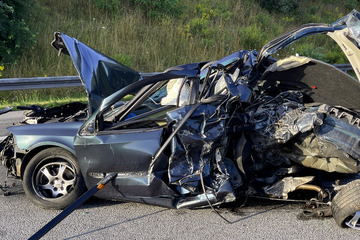 Unfall A4: Lkw rast in verunglücktes Auto: Stau auf A4