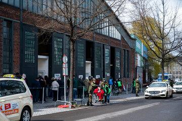 Berlin: Impfpässe gefälscht? Berliner Polizei ermittelt gegen Ärztin eines Impfzentrums