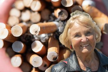 Kampf der Kippe: Rentnerin revolutioniert Umgang mit Tabakmüll
