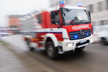 München: Schwierige Rettung für Münchner Feuerwehr: Frau steckt mit Auto im Aufzug fest