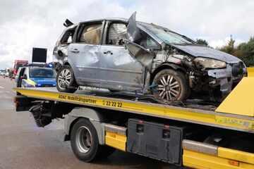 Unfall A4: Crash auf A4: Ford kracht mit BMW zusammen, kilometerlanger Stau