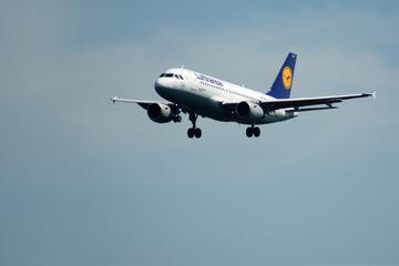 Flugzeug muss landen, weil Mann sich auf Toilette einsperrt
