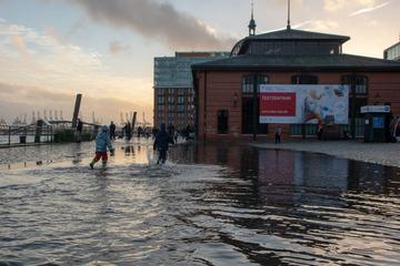 Sturmflut in Hamburg: Fischmarkt überschwemmt!