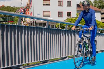 Palmer klärt auf: Darum kühlt diese beheizbare Rad-Brücke die Stadt