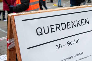 """Berlin: """"Querdenken""""-Verbot in Berlin: Polizei untersagt zwei Demos am Wochenende"""
