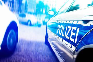 27-Jähriger steht nackt vor seiner Wohnung und masturbiert, dann kommt die Polizei