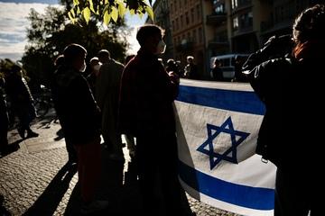 Antisemitischer Angriff: Mann wird verletzt, Täter flüchtet!
