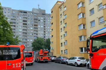 Berlin: Feuer in Kreuzberger Hochhaus ausgebrochen: Müllraum steht in Flammen