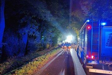 Alle zwischen 15 und 18 Jahren alt: Vier junge Menschen verbrennen bei Unfall im Auto