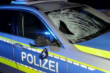 Polizisten überfahren auf Autobahn Fußgänger, den sie retten wollten