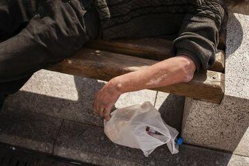Typ prügelt am helllichten Tag vor Nordhausener Supermarkt auf Obdachlosen ein