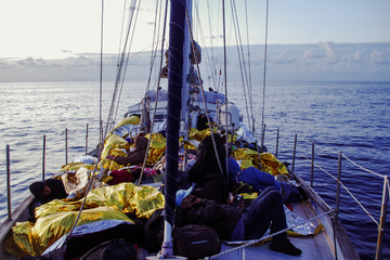 Hamburger Segelschiff rettet 34 Migranten aus Mittelmeer