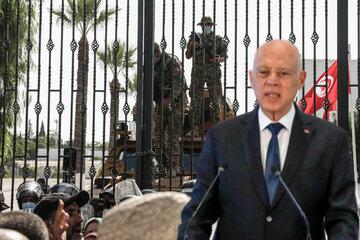 Chaos in Tunesien: Präsident feuert Premier und schließt Parlament!
