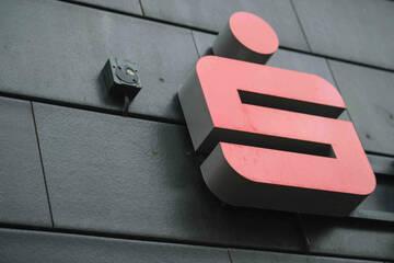 Explosion in Sparkasse: Räuber versuchen, Geldautomaten aufzusprengen