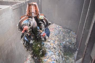 Tödlicher Arbeitsunfall in Müllverbrennungsanlage: Mann stürzt 25 Meter in die Tiefe