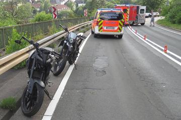 Jugendliche liefern sich Motorradrennen: 15-Jähriger stürzt und verletzt sich