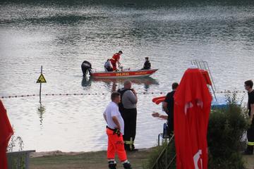 Tragisches Unglück: 13-Jähriger tot aus Badesee geborgen