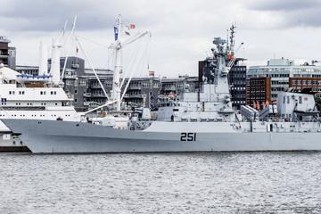 Hamburg: Pakistanische Fregatte macht erstmals in Hamburg fest