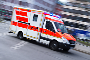 Köln: Zusammenprall mit Linienbus: Kind (5) bei Autounfall schwer verletzt