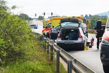 Schwerer Unfall bei der B6: Fünf Personen verletzt!