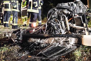 Tödliches Flug-Unglück: Feuerwehr findet zwei Leichen in verkohlten Trümmern
