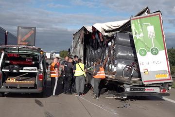 Unfall A2: Lkw-Fahrer übersieht Stauende: Behinderungen nach Unfall auf der A2!