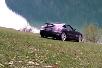 Betrunkenes Ehepaar vergisst Handbremse am Sportwagen: Chrysler Crossfire versinkt im See