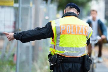 Dresden: Handy-Nutzung und Rotlicht-Verstöße: Polizei kassiert Hunderte Radler und Autofahrer ab