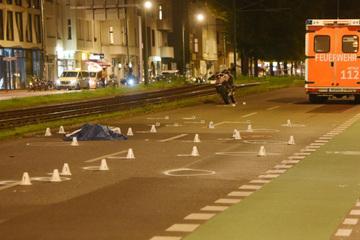 Motorradfahrer fährt Fußgänger um - tot!
