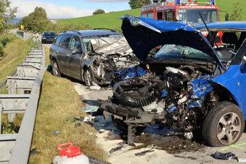Frontal-Crash fordert Schwerverletzte: Familien-Ausflug endet in Klinik