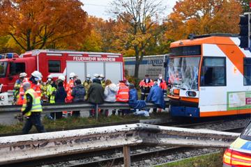 Lkw kracht in Mannheim in Straßenbahn: mehrere Verletzte!