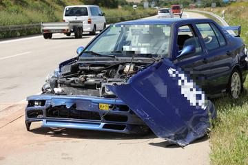 Unfall A17: Unfall auf der A17: VW kracht gegen Leitplanke