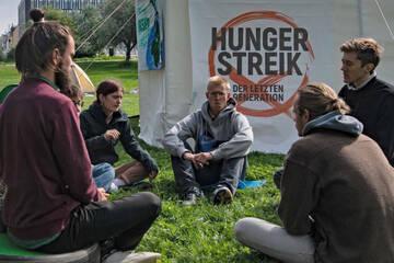 Hungern fürs Klima: Aktivisten wollen Gespräch mit Kanzlerkandidaten erzwingen