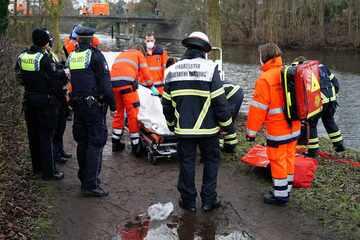Hamburg: Identität unklar! Leiche in Hamburger Kanal entdeckt