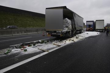 Unfall A6: A6 nach schwerem Lkw-Unfall mit Granulat bedeckt