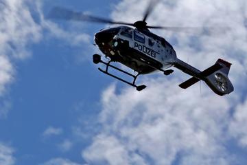 Messerattacke auf 22-Jährigen: Polizei spürt Verdächtigen mit Hubschrauber auf