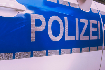 Köln: 24-Jähriger ausgeraubt, mehrere tausend Euro weg: Kölner Polizei fahndet nach zwei Männern!