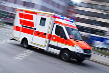 Unfall A7: Auto überschlägt sich mehrfach auf A7: 22-Jähriger schwer verletzt
