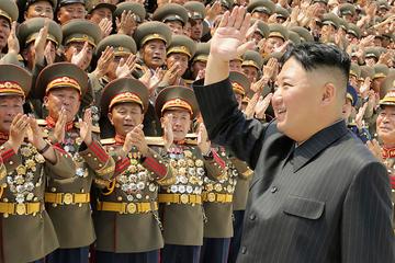 Kim Jong-Un mit mysteriösem Fleck am Hinterkopf gesichtet