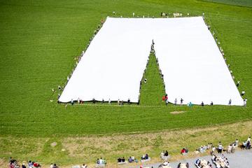 Verrückt: Diese gigantische Hose ist ein Fall für das Guinnessbuch der Rekorde!